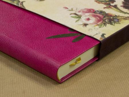 Llibre de pell rosa amb estoig Art Nouveau