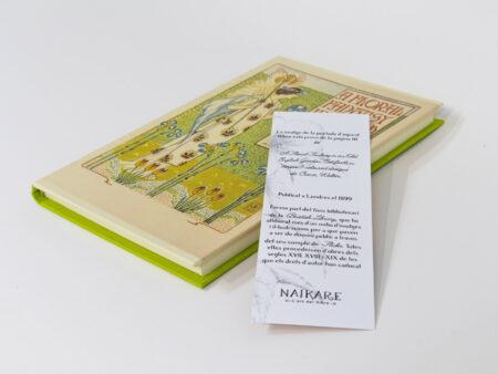 """Libro con portada de """"A Floral Fantasy"""" - vista general"""