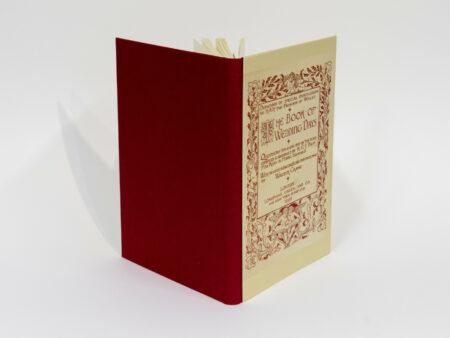 Vista de la portada delantera y trasera del libro The book of wedding days