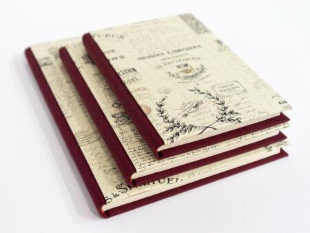 Libro estilo vintage en color granate