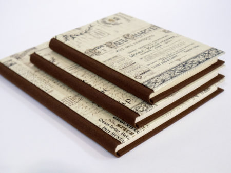Libro estilo vintage en color marrón